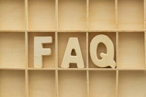 FAQと書かれた棚