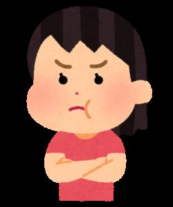 頬を膨らせて怒る女性